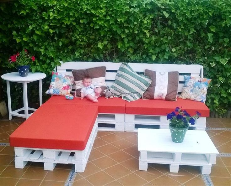 white painted pallet L-sofa set with red cushion