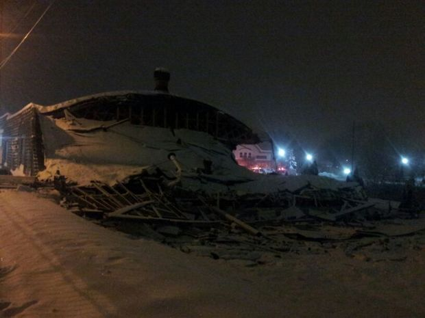 Former Bar In Lake Orion Collapses Under Heavy Snow