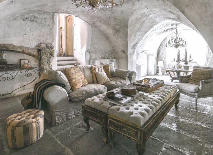 #monicadamonteinteriordesigner pubblicato quin magazine grey stone french style