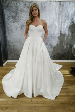 New Strapless sweetheart wedding a line wedding dress from Justin Alexander us Spring collection Dan