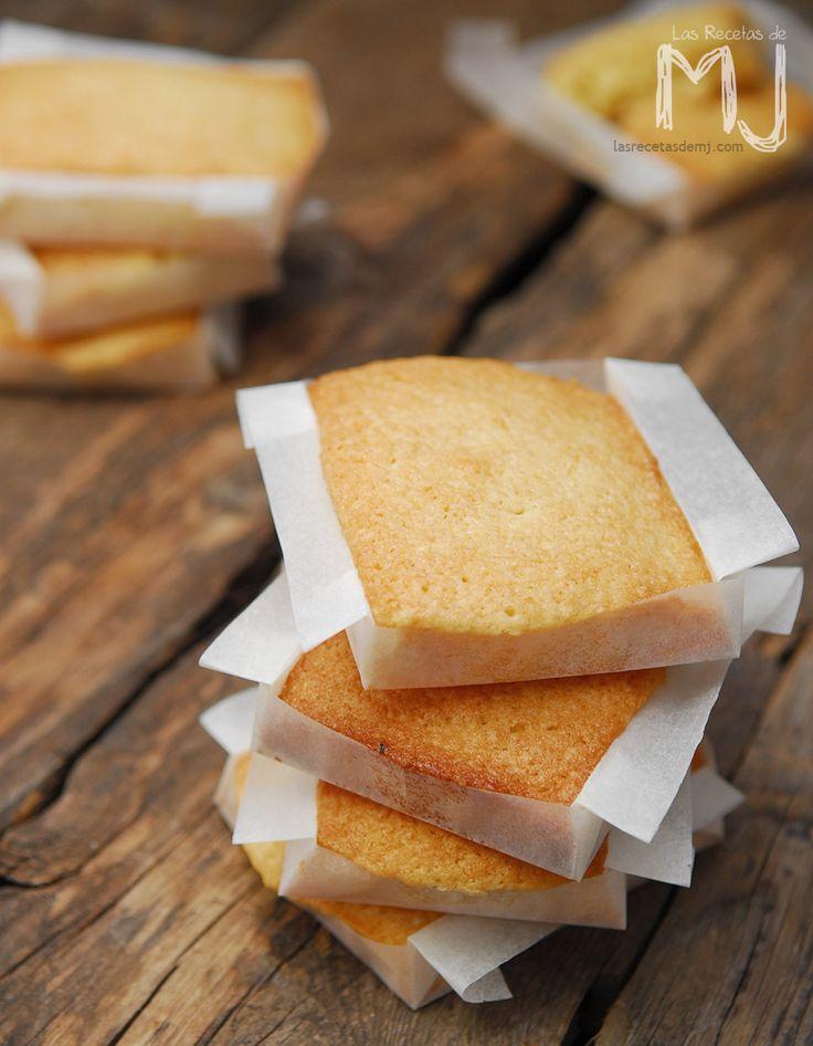 Estos pastelitos se caracterizan por su intenso sabor a mantequilla, así que entenderéis que es muy importante utilizar una buena manteq...