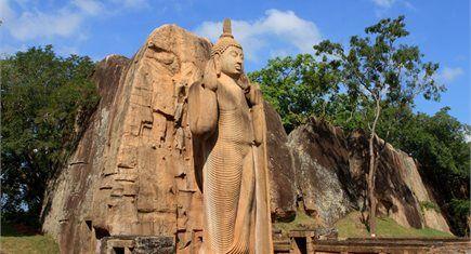 circuitos, tours, recorridos, excursiones, viajes en oferta a Sri Lanka. Templos hindús, plantaciones de té, diversidad de religiones, playas vírgenes, estatuas de buda, dagobas, selvas y paisajes que jamás podrás olvidar, y por encima de todo la amabilidad de sus gentes.