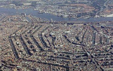 https://upload.wikimedia.org/wikipedia/commons/thumb/a/af/Amsterdam_airphoto.jpg/375px-Amsterdam_airphoto.jpg