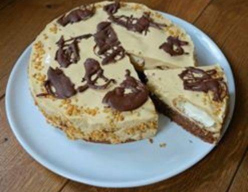Café Latte Torte mit Brandteigkrapfen