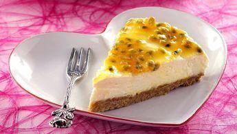 Lättgjord cheesecake toppad med passionsfrukt