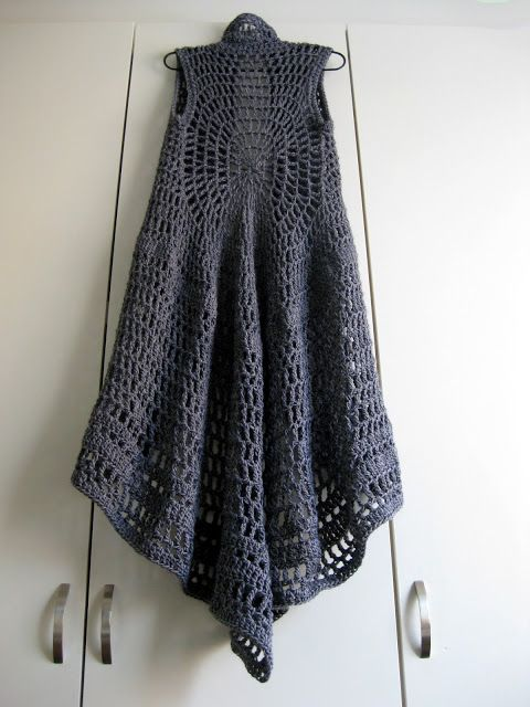 Crochet Shawl (back)  http://omakoppa.blogspot.fr/ - i would feel like River Song :)