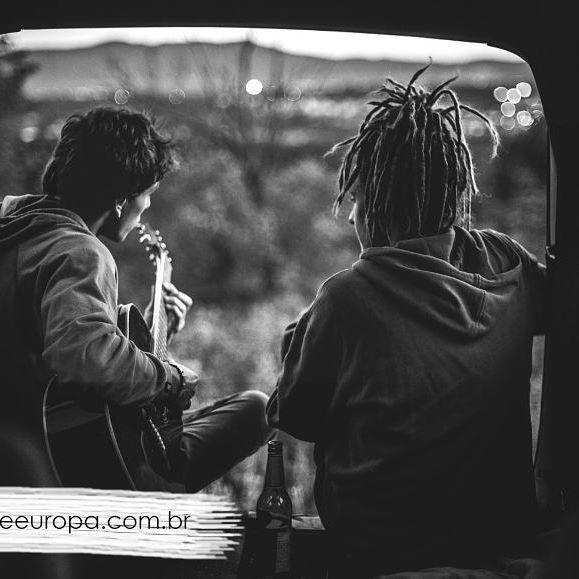 A vida tem sons,  que pra gente ouvir precisa aprender a começar de novo é como tocar o mesmo violão e nele compor uma nova canção.  @rafa.palermo @Henrique.souzave @mpicelli_jp @vitrineeuropa  www.vitrineeuropa.com.br  #instagram #instagood #instaphoto #insta #facebook #foto #fotografia #selfie #love #happy #photographer #nikon #instafashion #moda #style #lookdodia #tendencia #glamour #shopping #streetstyle #frases #pensamentos #instafrases #bomdia #boanoite #repost #felicidade #fé…