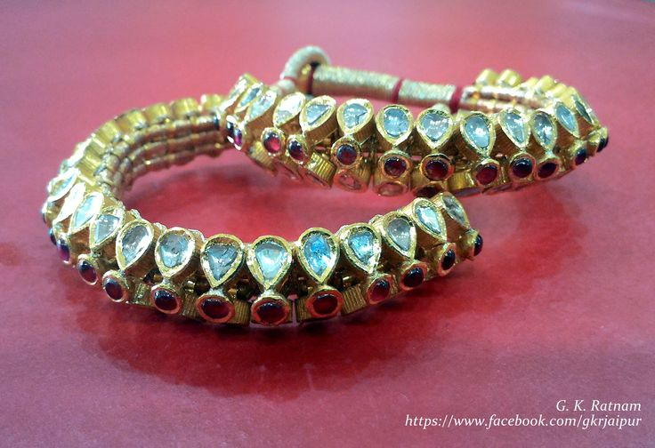 Kundan pochi with golden meenakari to adorn your bridal mehndi filled hand | Bangles | Bracelets | Kundan Meena Jewelry | Bridal Jewelry | Traditional Indian Jewelry | Wedding Jewelry