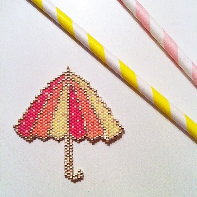 Mon parapluie est terminé ☔️#jenfiledesperlesetjassume#parapluie#perlesandco#lapetiteepicerie#perlezmoidamour#perlesmiyukidelicas#brickstitch#motifenparaiscreations#mondiyamoi
