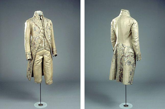 Mandsdragt med kjol og knæbukser i guldmor, 1700-tallet / 18th century men's ensemble consisting of coat and breechers