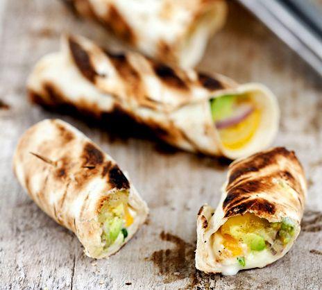 Grillad guacamoletortilla med mozzarella | Recept.nu