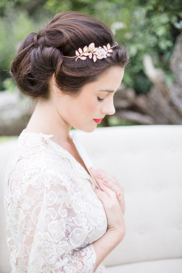 Beautiful bridal beauty: http://www.stylemepretty.com/2015/08/22/pops-of-pretty-2/