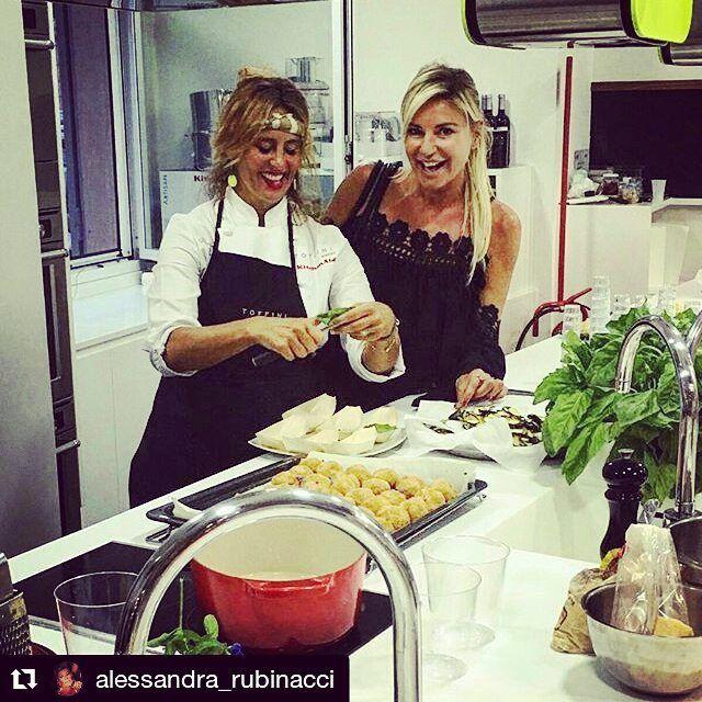 Fiorella Breglia e Alessandra Rubinacci #toffiniacademy #corsidicucina #napoli #cookingclass #ilovecooking #ilovefood #loves_food #foodporn #foodpics  #foodie #foodexperience #chefperunasera #cucinaitaliana #foodartist @cucinoperamore #toffiniacademycorsidicucina #toffinicomeprimapiúdiprima #cooking #Repost @alessandra_rubinacci with @repostapp ・・・ 😋chef Fiore😋#cucinoperamore #fiorellabreglia #luckyladies