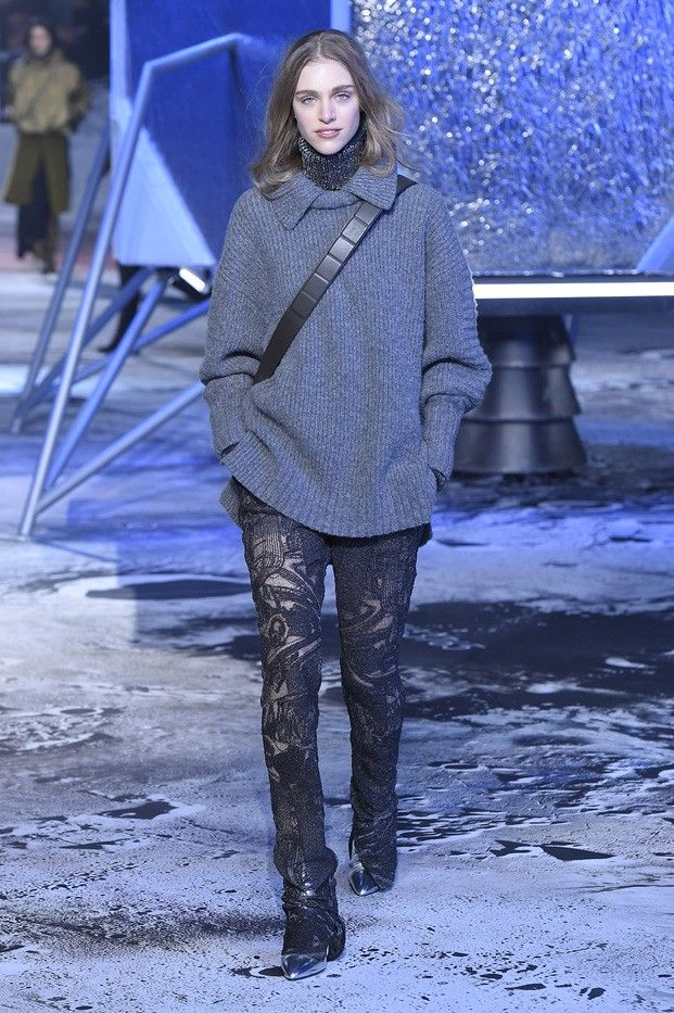 Bulky knit layers and patterned pants at H&M F/W 2015 studio show