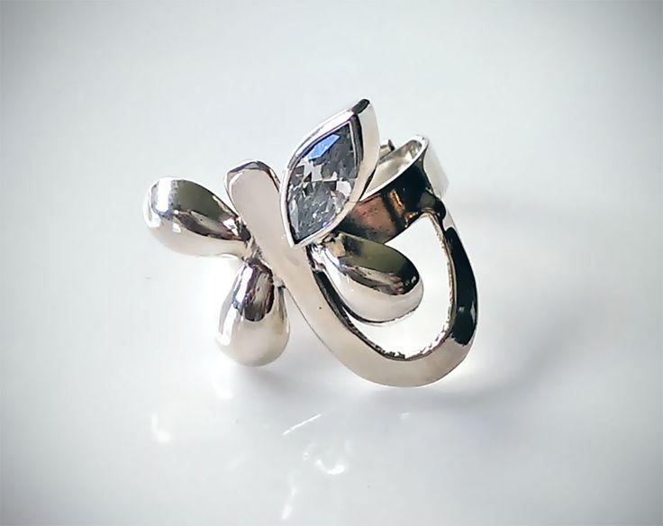 Anillo de Plata .925 Mariposa Diseño: En forma de Mariposa con Circonía