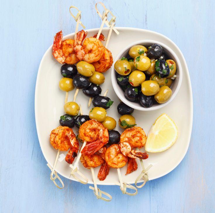 Garnelen-Oliven-Spießchen und marinierte Oliven | westwing.de