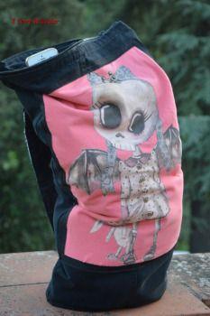 zaino nero con maglietta 2