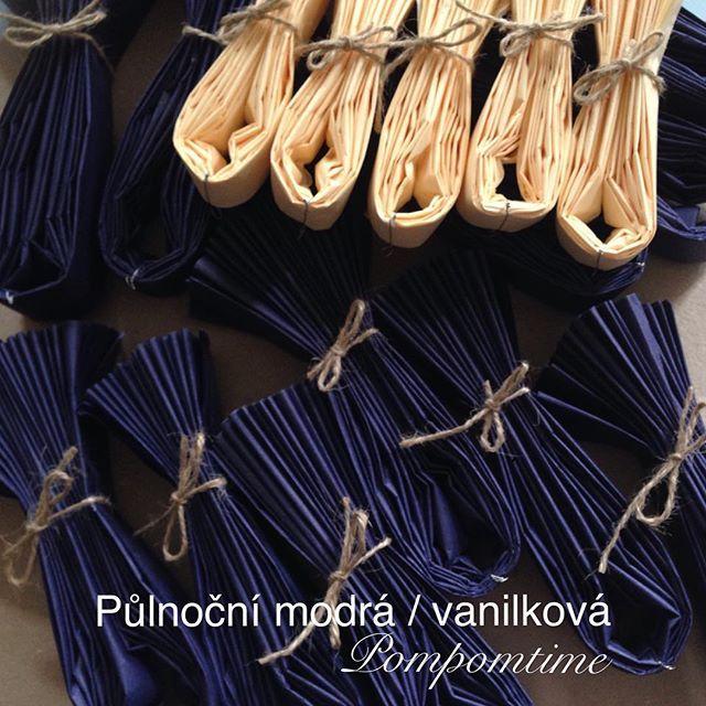 Pompomky připravené k otevření a zavěšení: #pulnocnimodra #vanilkova 📮www.pompomtime.cz #beauty #fashion #weddingprague #velikonocni #velikonoce #modra #vanilla #vanilka #dekorace #oslava #slavnost #interier #design #moda #merchandise #visual #obchod #aranzovani #obchod #obchodnivyloha #vyroci #nevesta #praha #party #czech #instagram