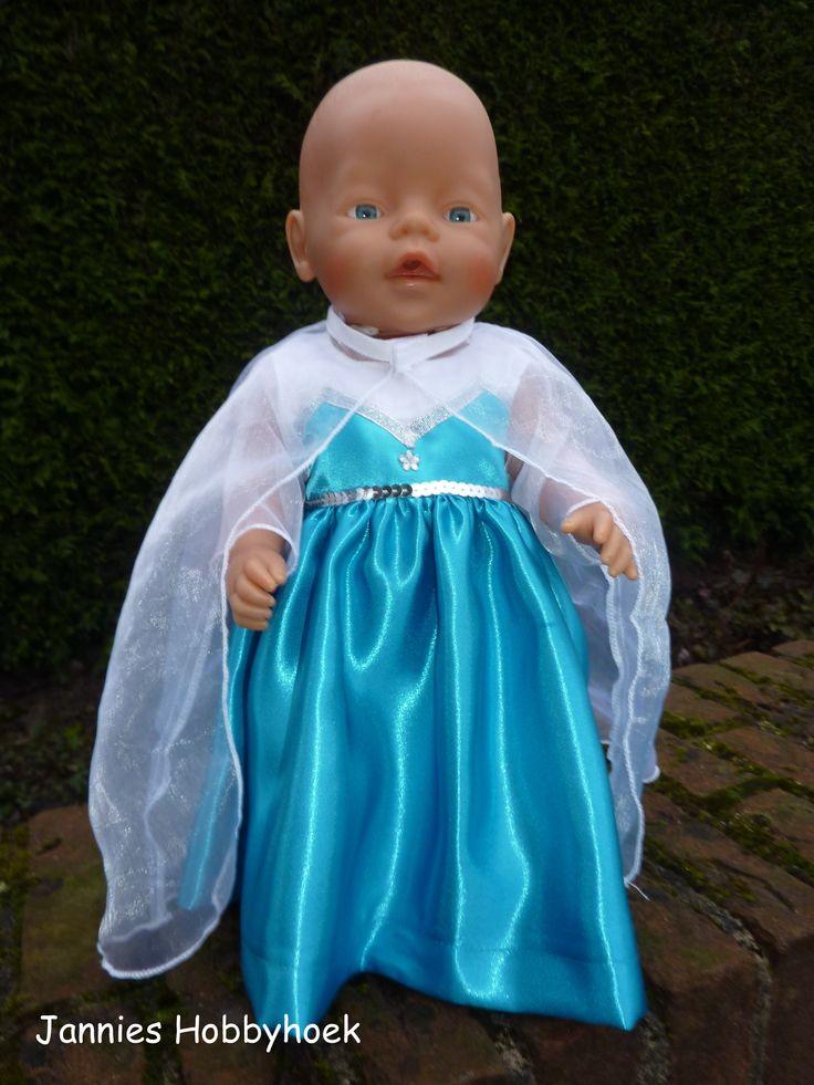 """""""Frozen"""" jurkje met losse cape. Voor BabyBorn 43cm. Eigen ontwerp."""