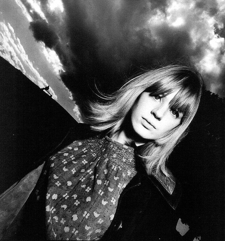 Marianne Faithfull on Primrose Hill by David Bailey