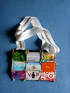 Gift Card Purse. Cute way to show off some of your favorite things.