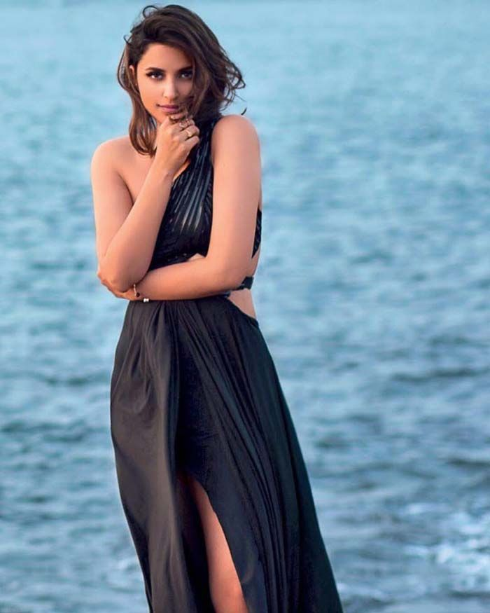 #parineeti #chopra #hot #sexy #cleavage #body #bikini