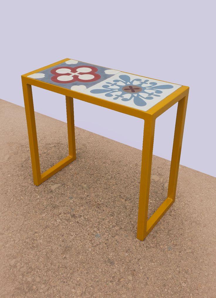 Plant stand table in steel and hydraulic mosaic tiles. Mesa jardinera en hierro y baldosas hidráulicas.
