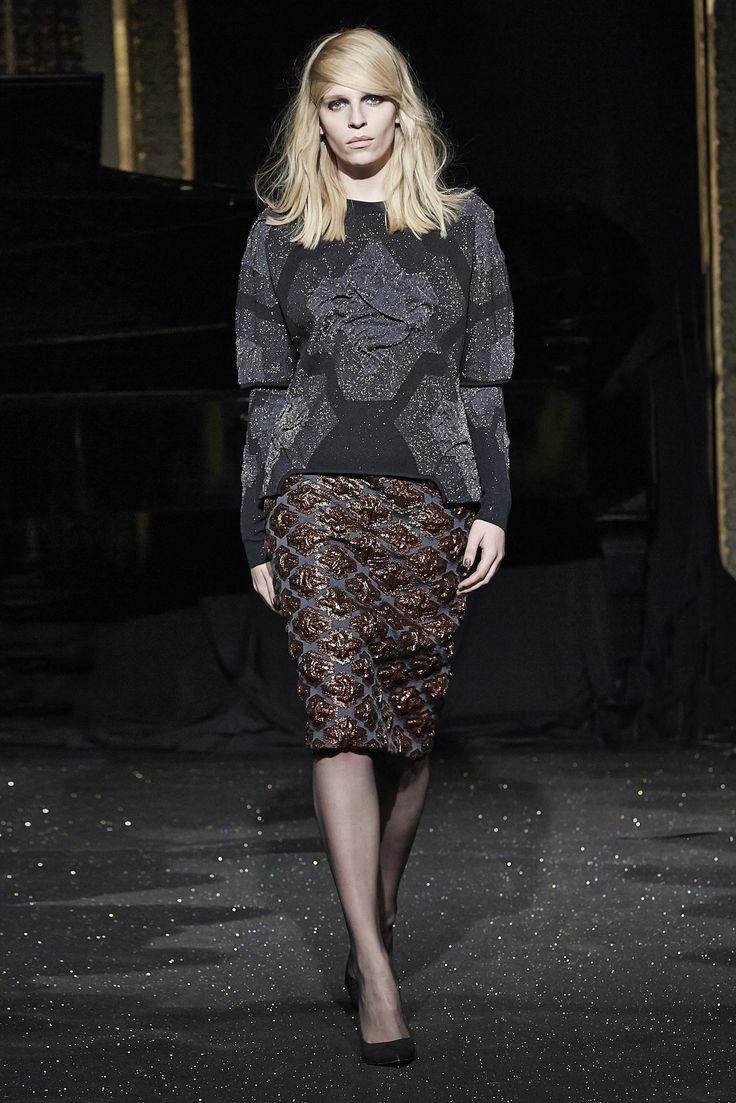 http://www.gosiabaczynska.com/pl/kolekcje/paris-fashion-week-fw-2015
