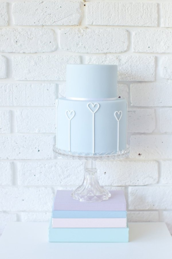 A beautiful signature blue wedding cake makes a refreshing change from traditional white.