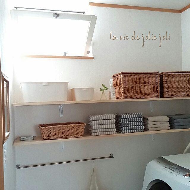 女性で、4LDKの棚をつけました/相方氏の手作り/RC九州支部/squ+/バス/トイレについてのインテリア実例を紹介。「コンテスト最終日 やっと間にあった(٥๑•́ ₃•̀๑) katasuを見せる収納に♡ 無印の店舗風ディスプレイ 風と共に、朝摘みミントの香り゚・*:.。✡*:゚・♡」(この写真は 2015-06-28 07:27:20 に共有されました)