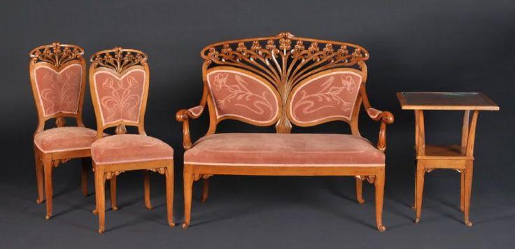 Salon-Sitzgruppe, 4 Teile Nussbaum, geschnitztes u. durchbr. Jugendstildekor, Sitzfläche u. Rücke