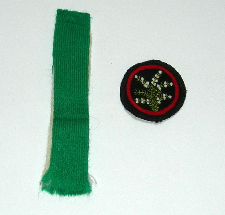 VINTAGE GIRL GUIDE WHITE HEATHER PATROL BADGE and GREEN and CREAM SHOULDER FLASH