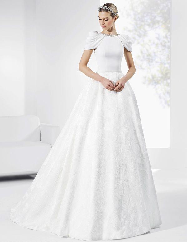 Vestidos de novia con falda de flocado y satén y cuerpo de crep natural.