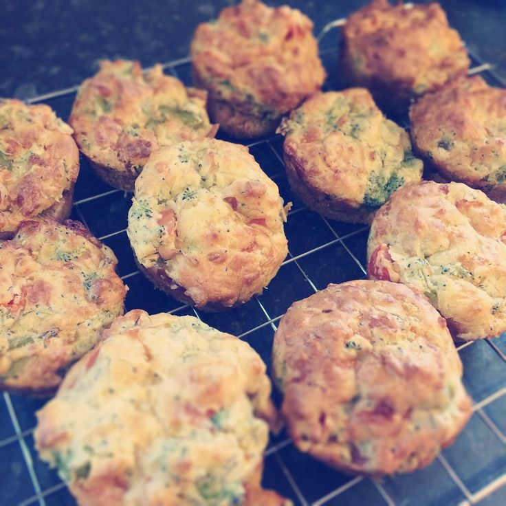 Now the summer is officially here we have been enjoying lots of lunchtime picnics both in the garden and at the park so I thought I'd share this simple savoury broccoli and cheese muffins recipe which is always a hit with even the most fussie...