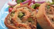 Wurstschnecken mit buntem Salat