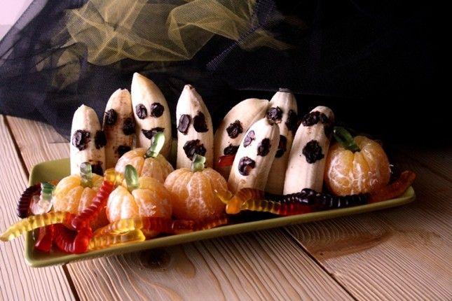 Dolcetti paurosi con la frutta  http://www.unadonna.it/halloween/dolcetti-per-halloween-con-la-frutta/52477/