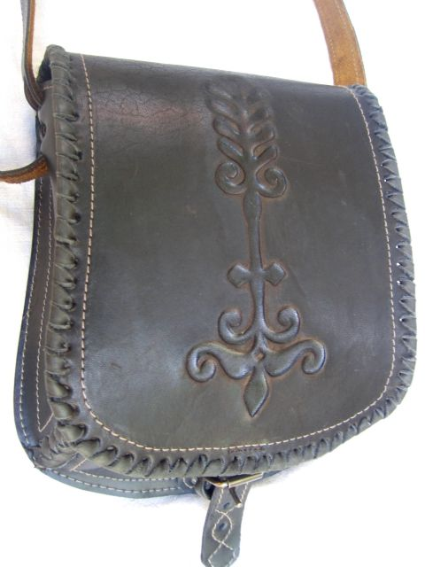 I love this! Beatiful leather work.