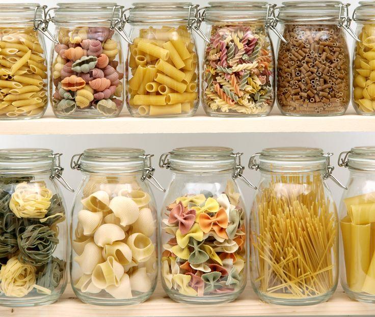 Rimedi naturali contro le farfalline del cibo - I rimedi naturali per tenere lontani dalla dispensa piccoli insetti e parassiti ed evitare sprechi di cibo.