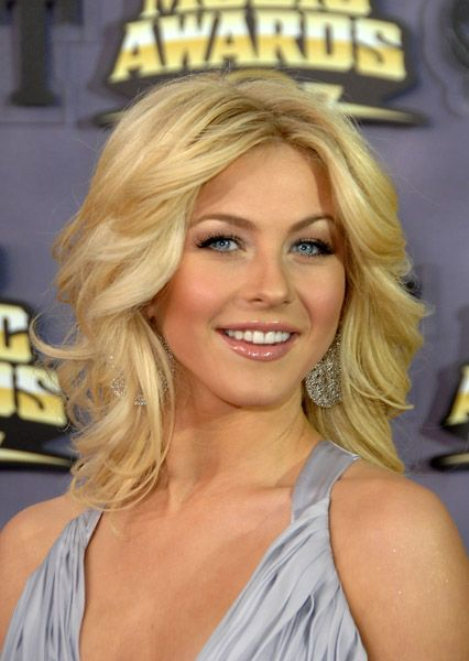 makeup 2008 CMT Awards - 2008CMTMusicAwards 02 - Julianne Hough Web Photo Gallery