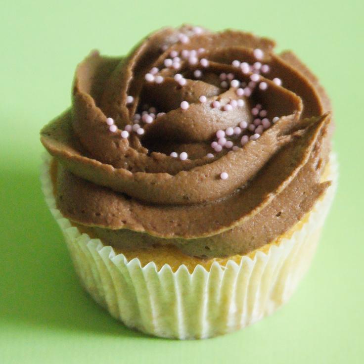 Banana/Chocolate Cupcake  www.yummcupcakes.com