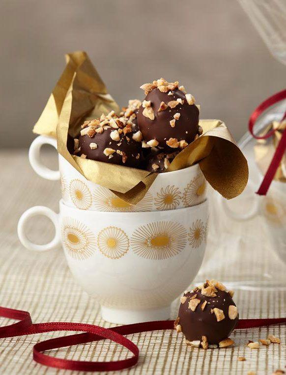 Feines Konfekt mit Schokolade und Mandeln zum Verschenken.