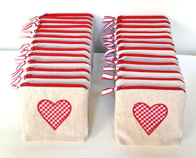 Adorable Valentine's Day Goody Bags from thatsmyletter.blogspot!