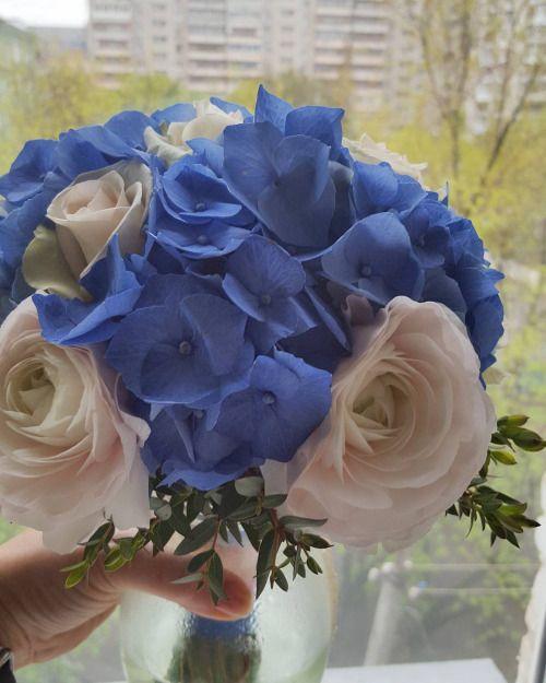#букетневесты Надежды с синей гортензией розами и ранункулюсами... #wedding #weddings
