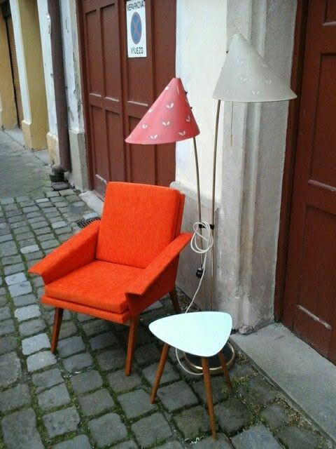 Oranzove kresilko, chair
