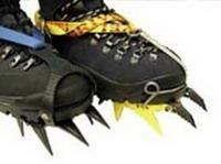Горные ботинки с шипами