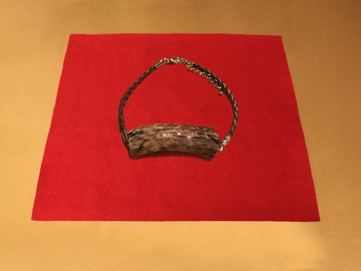 Geweih Armband  www.oh-my-deer.com #geweih #antler #hirsch #deer #extravagant #stilvoll #modern #stilvoll #dammwild #einzigartig #unique #handwerk #kunsthandwerk #kunst #handgemacht #holz #OH_MY_DEER #omd #traditionell #rustikal #schmuck #halsband #leder #lederarmband