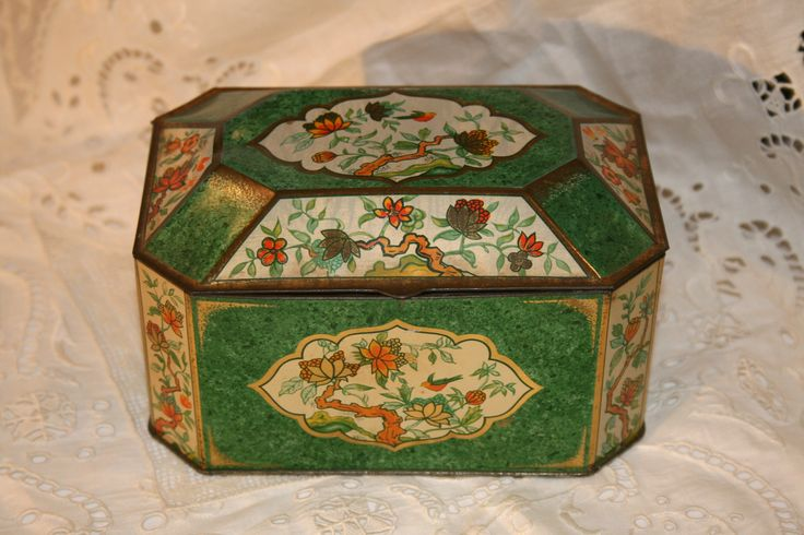 Vintage Hinged Asian Motif Tin