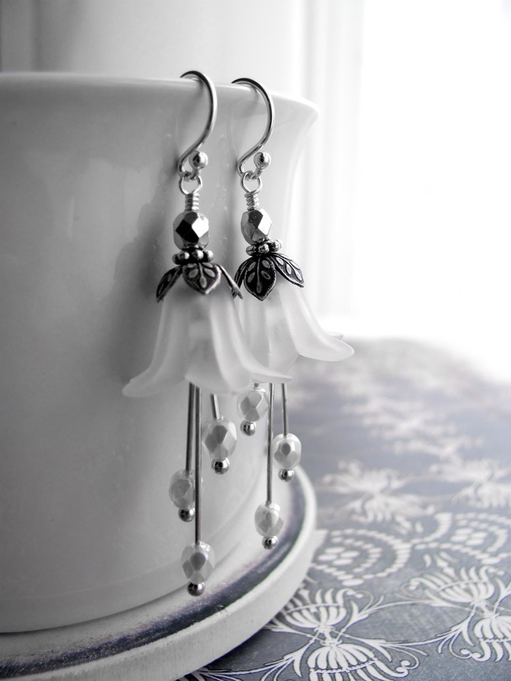 Wedding White Flower Earrings - Vintage Style Wedding Jewelry, White Flower Blossoms, Antiqued Silver, Bridal Jewelry, Garden Wedding. $32.00, via Etsy.