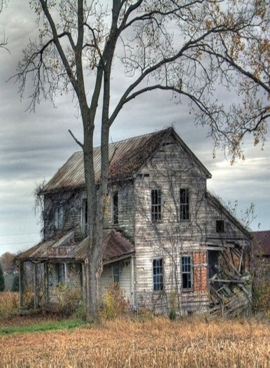 I love old homes like this!! I would love to fix one up!