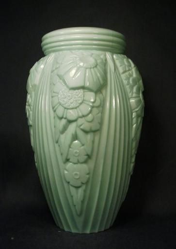 Art Deco Vase - gorgeous and so simple being in one material! #inspired #design #flowers